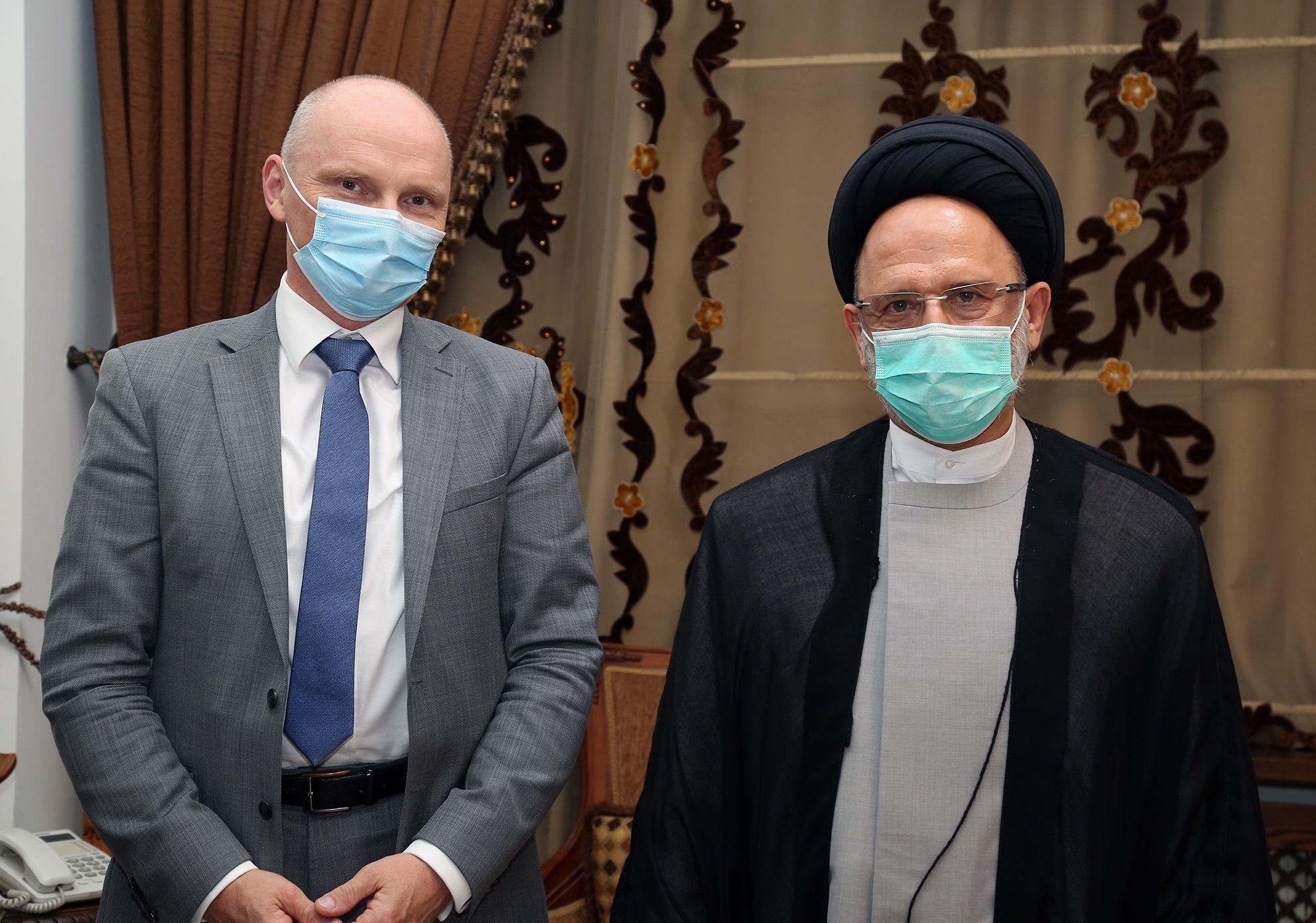 السيد علي فضل الله مستقبلا السفير الألماني